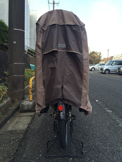 子供乗せ自転車のチャイルドシート用雨避けレインカバー後ろ写真