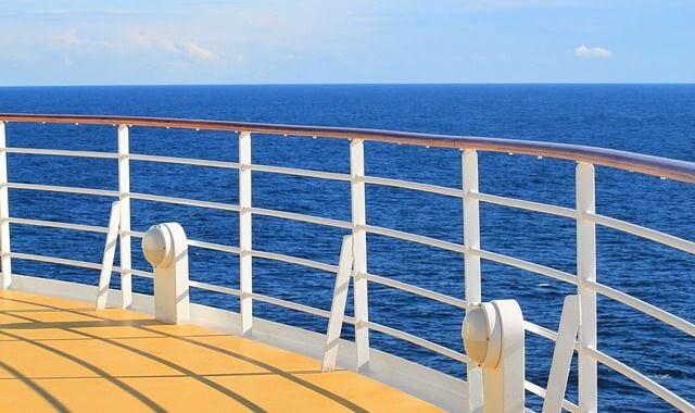 元豪華客船クルーが語る!世界一周クルーズにかかる費用は?