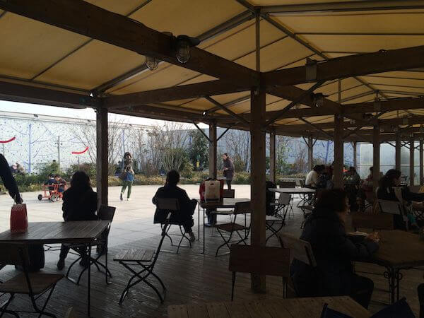 博多駅屋上三輪車広場テーブル