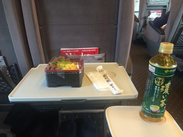 新幹線グリーン車テーブル