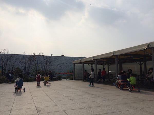 博多駅屋上三輪車広場