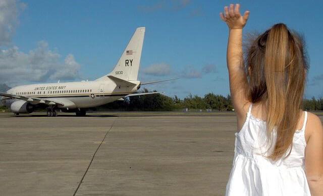 赤ちゃんと海外旅行 飛行機での過ごし方と迷惑をかけないコツ