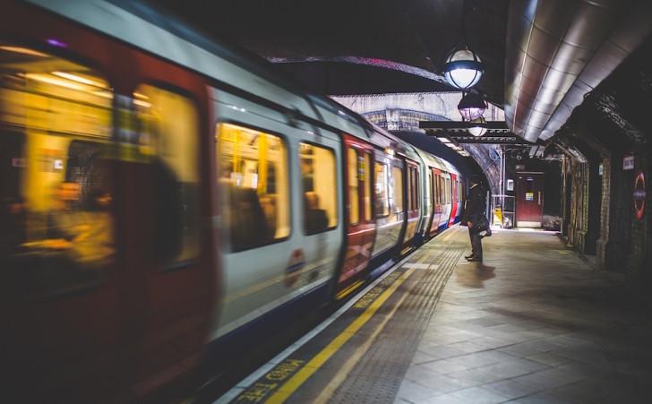 通勤時間を利用して効率的に英語力を伸ばせるおすすめ教材紹介
