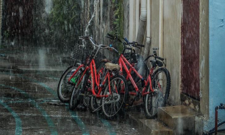 雨の日でも絶対濡れたくない!自転車用レインコートおすすめ6選