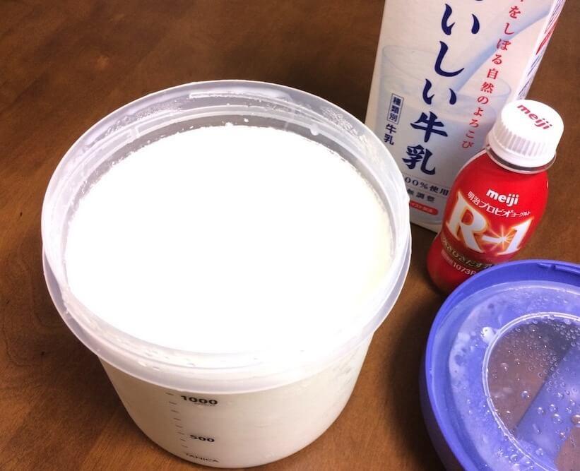 作った固形R1ヨーグルトと牛乳を混ぜる