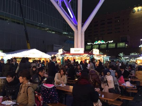 福岡クリスマスマーケット 博多 フードテーブル