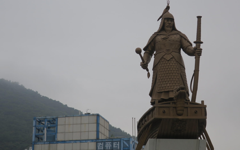 李舜臣の銅像