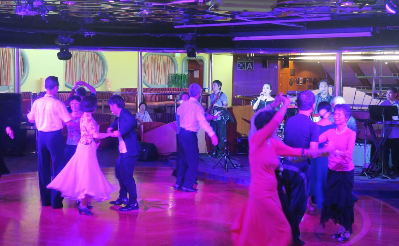 生バンド社交ダンス