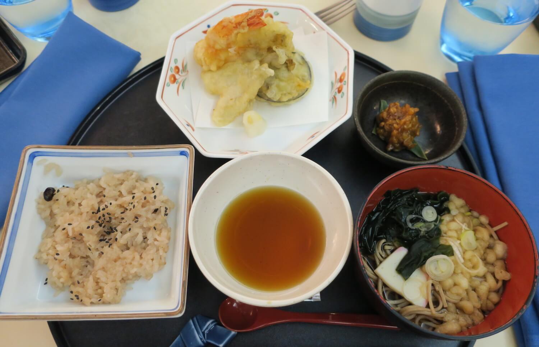 お蕎麦と天ぷら 赤飯