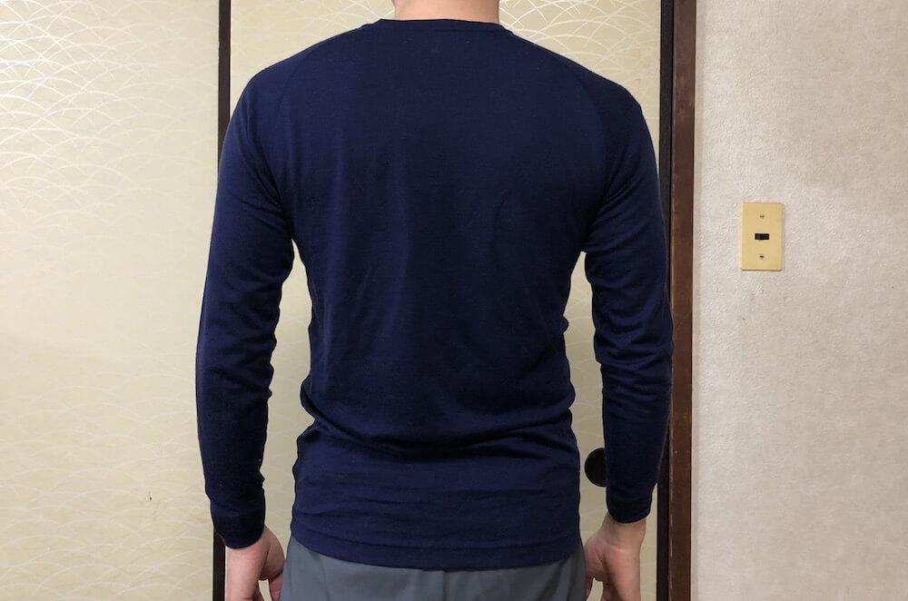 モンベルスーパーメリノウールシャツのサイズ感 後ろ姿