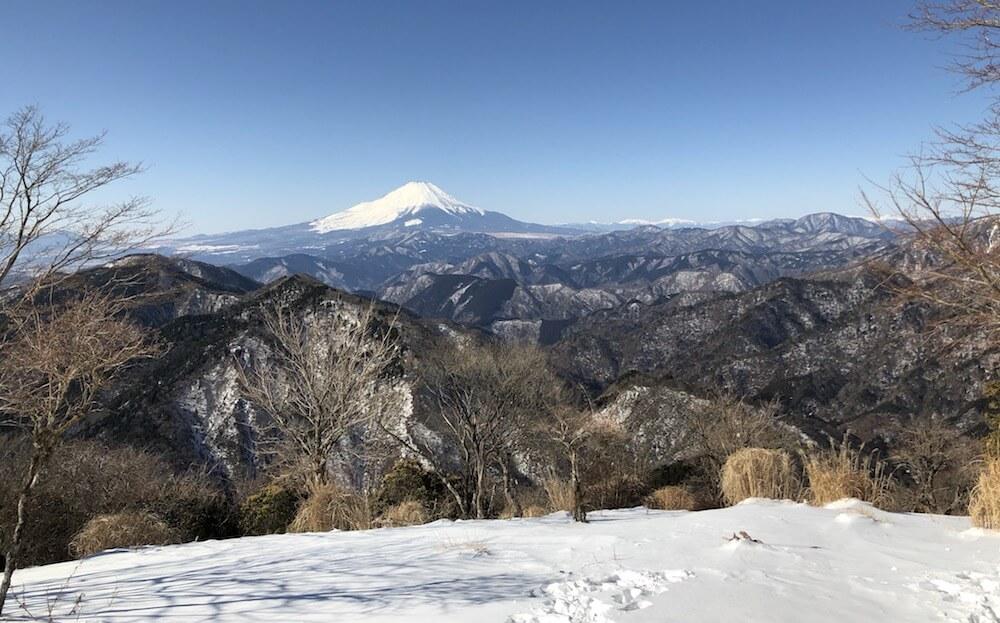 鍋割山山頂から見える富士山の景色