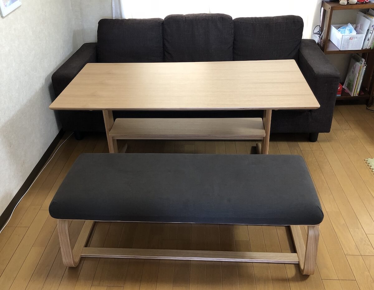 無印のリビングでもダイニングでもつかえるテーブルとベンチ