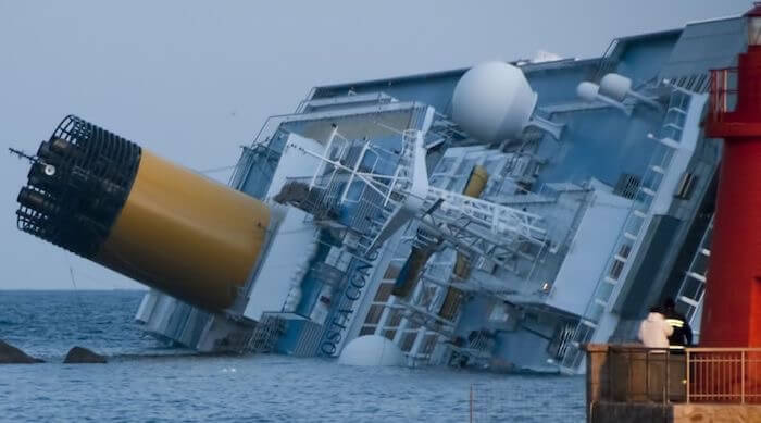 1024px Collision of Costa Concordia 5 crop