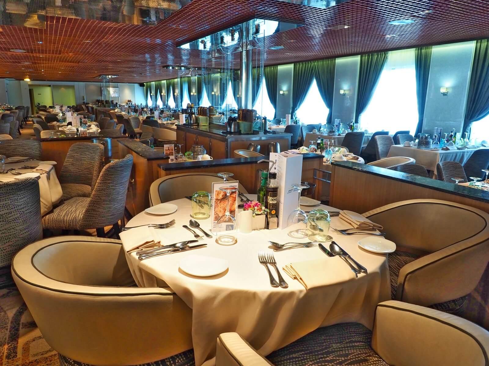 ピースボート2 メインレストラン01
